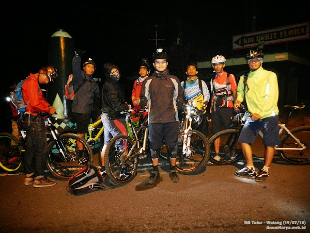 Foto bareng di start point (Tutur, 23.30 WIB)