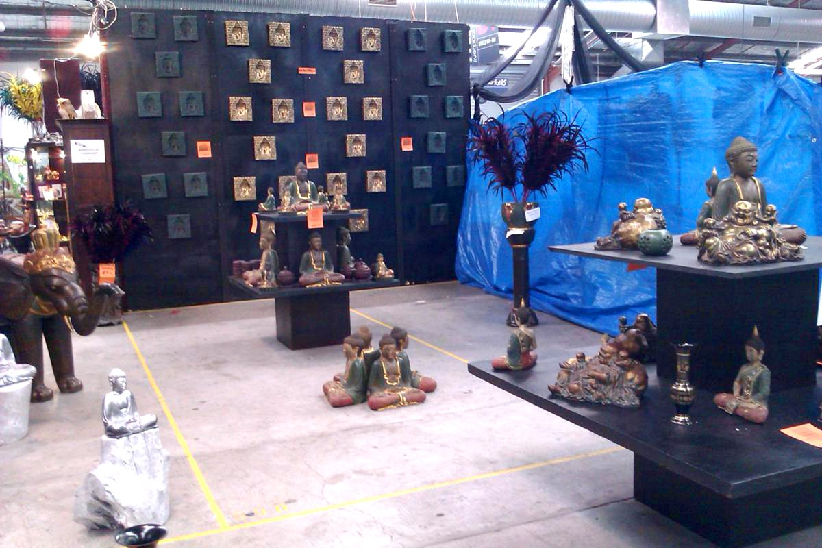 Asian inspired home wares store, lovin' the feather vase display title=