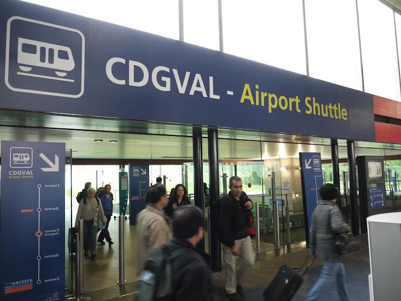 указатель в аэропорту Шарль де Голль