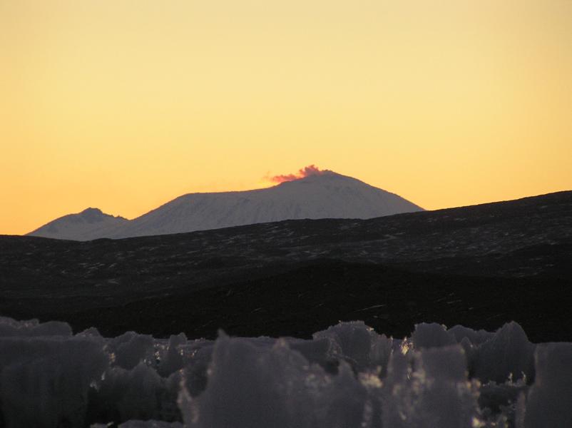 Mt. Erebus on Lake Fryxell, 28 March 2008.(photo by A. Chiuchiolo)
