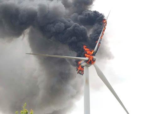 molino_eólico_incendiado