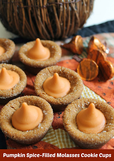 Molasses Cookie Recipe: Pumpkin Spice-Filled Molasses Cookie Cups #HersheysHalloween