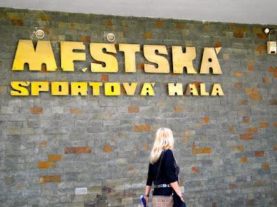 Η Βασούλα πηγαίνοντας στο Αθλητικό Κέντρο