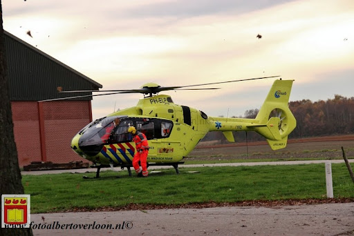 traumahelikopter landt in overloon 21-11-2012 (8).JPG