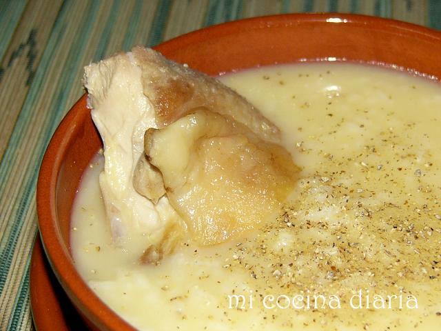 Sopa griega de gallina, arroz, huevo y limón (Греческий куриный суп с рисом, яйцом и лимоном)