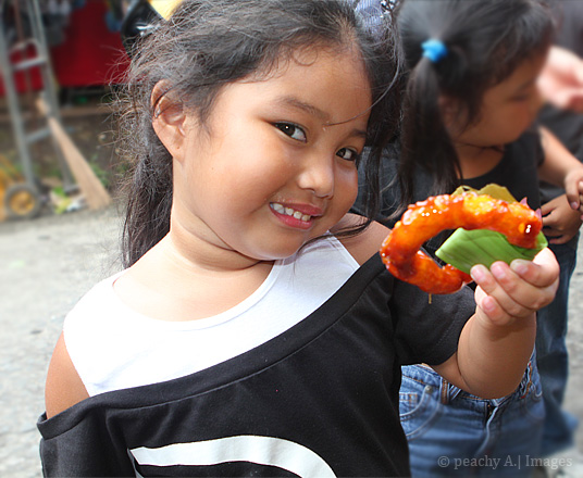 Ykaie eating Lucban's Pilipit | www.thepeachkitchen.com