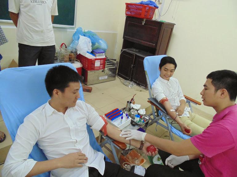 Tưng bừng hoạt động hiến máu cứu người