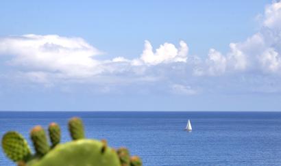 Im Sizilien-Urlaub segeln.