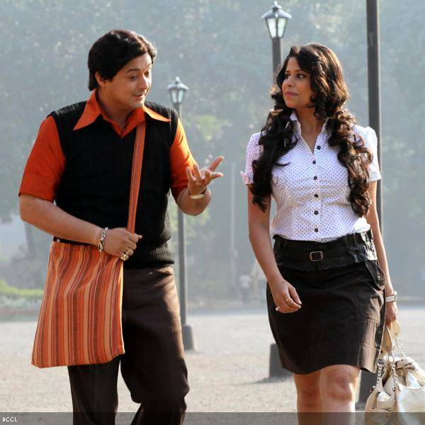 Swapnil Joshi and Sai Tamhankar in a still from the Marathi movie Duniyadari.