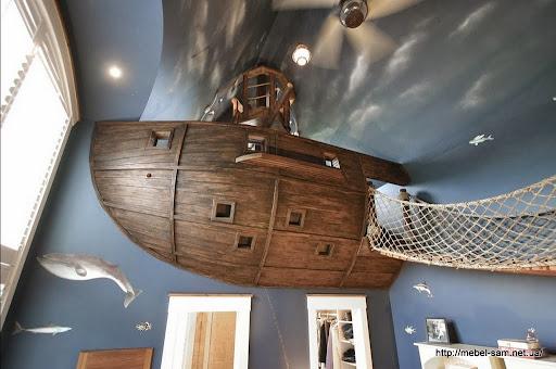 вид на корабль с кровати ребенка