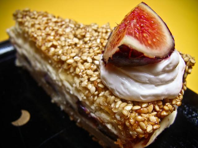 Feigen Puddingcreme Torte Mit Sesamkrokant Veganitaten