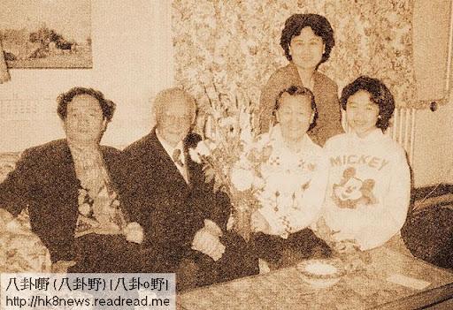 劉延東(後)一家八十年代初合照。左起:丈夫楊元惺、老爺楊顯東、奶奶湯漢清、女兒楊帆。(摘自《農民的兒子楊顯東傳》)