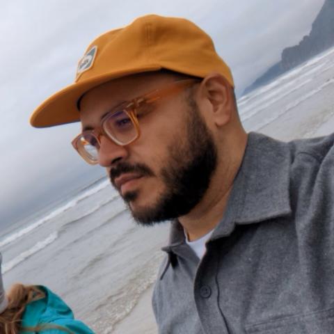 Carlos Menendez Photo 33