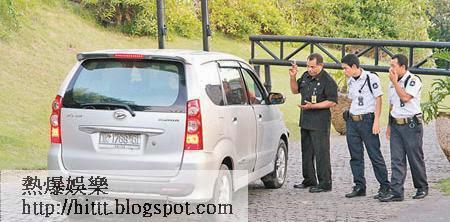 多名保安向司機查問,氣氛緊張。
