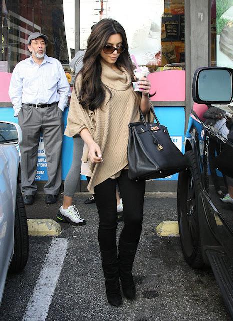 hot celebrities pics Kim Kardashian hot sexy pics,photos eating ice cream at Baskin Robbins Store in Los Angeles