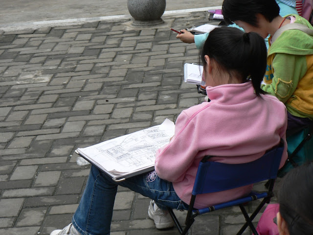 girl drawing buildings in Changsha