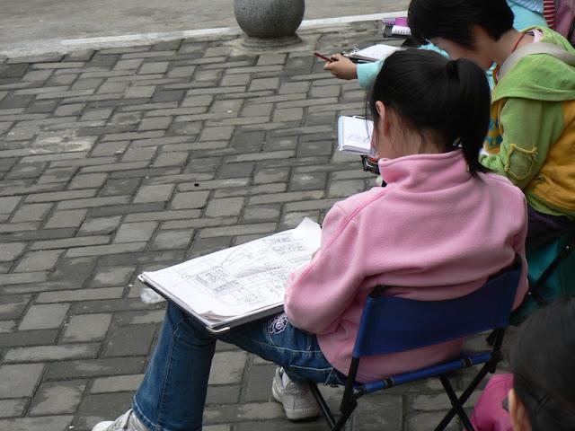 girl drawing buildings in Changsha