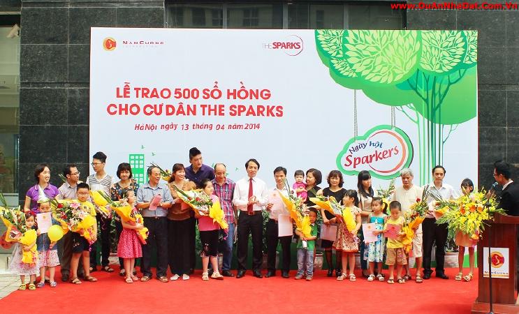 Trao 500 sổ hồng cho cư dân Chung cư Dương Nội The Sparks