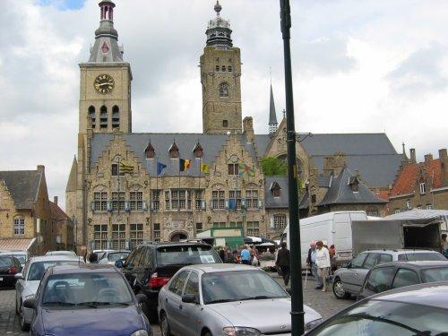 Dan volgt de stadswandeling in Diksmuide.