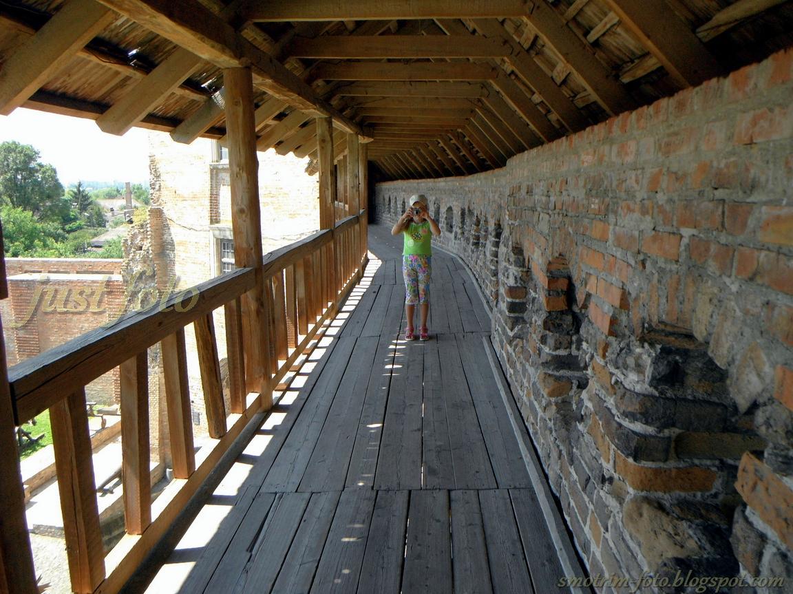 Луцкий замок - замковые стены фото