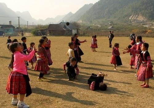 nem pao tro choi dan gian cua nguoi mong moc chau1 Ném Pao – trò chơi dân gian của người Mông Mộc Châu