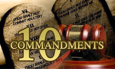 Arkansas governor OKs bill allowing Ten Commandments display