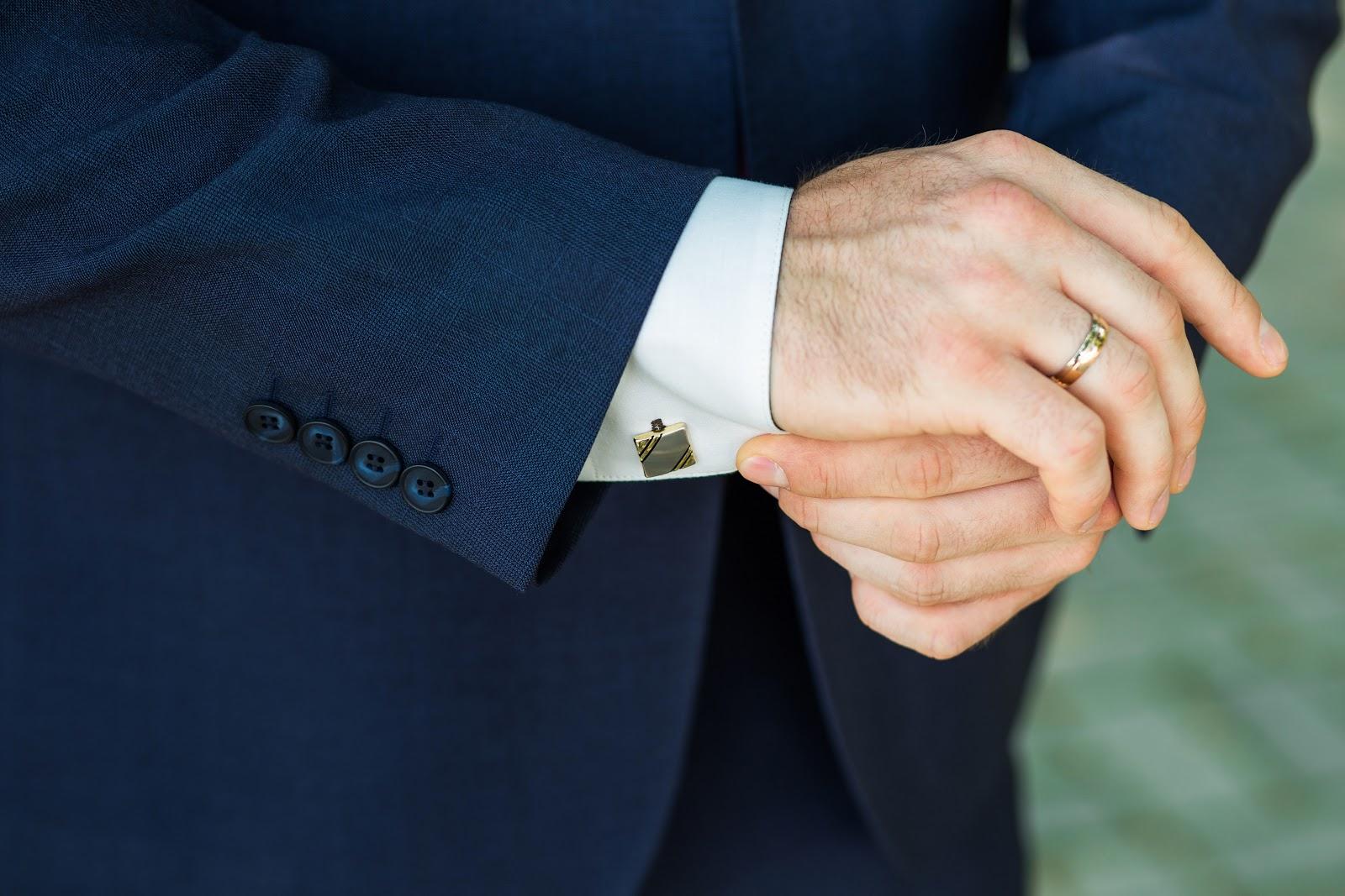 Singapore Tailor Guide_men showing cufflink