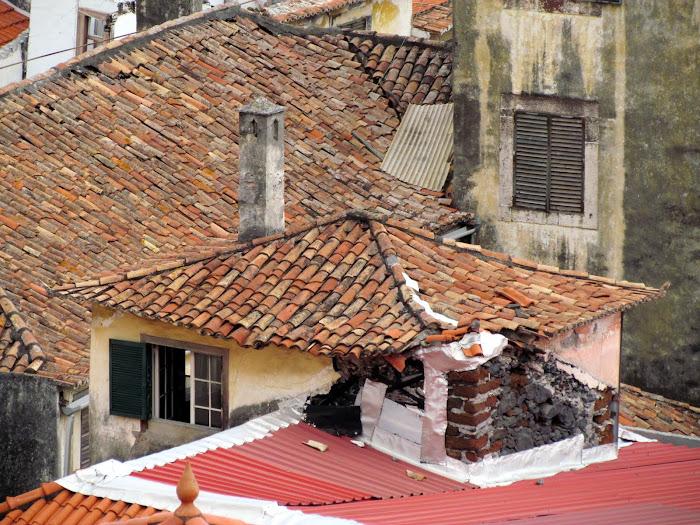 abandonated house in Calçada de Santa Clara