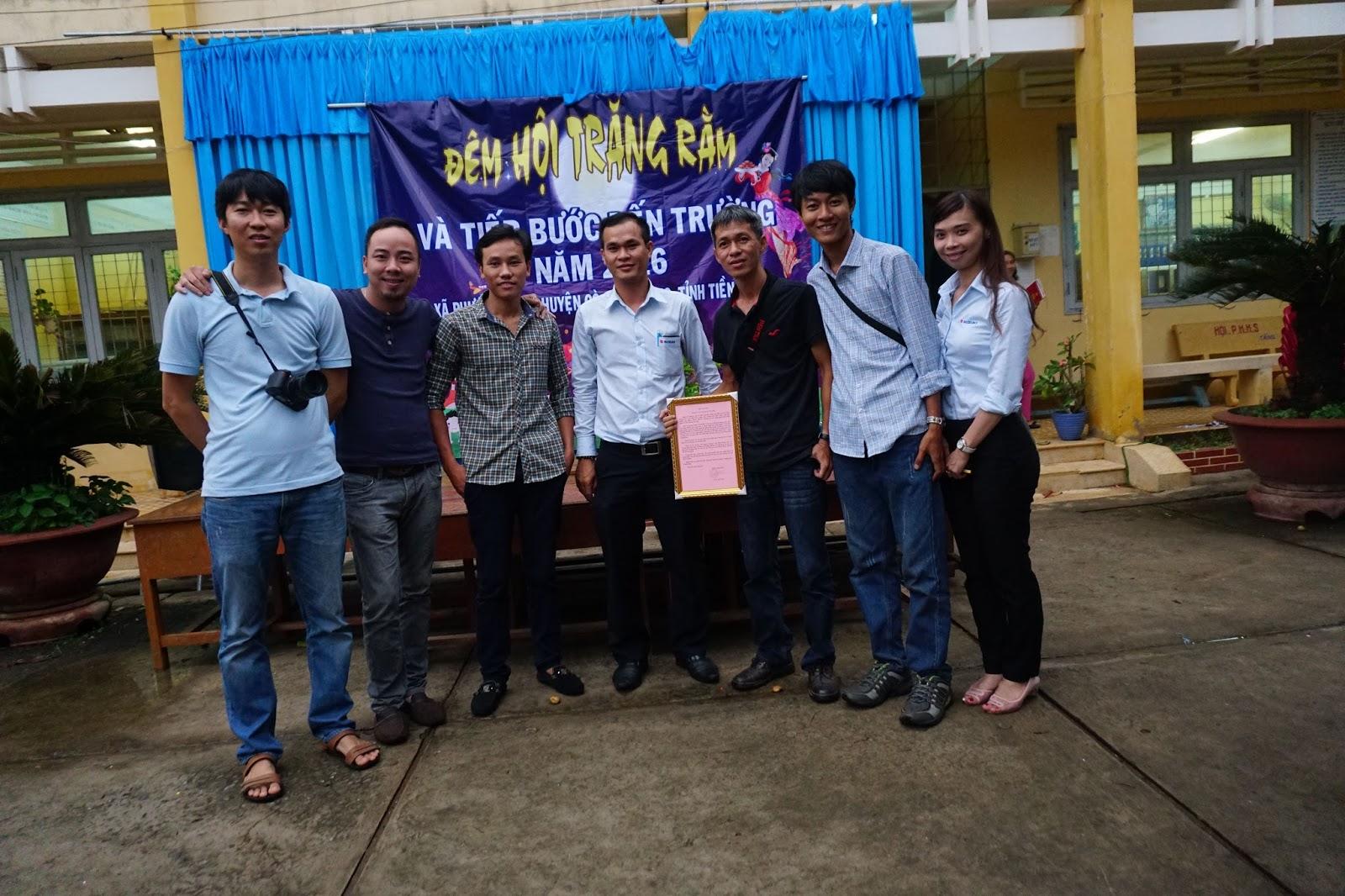 Hội Suzuki Swift Sài Gòn chụp hình kỷ niệm với nhau