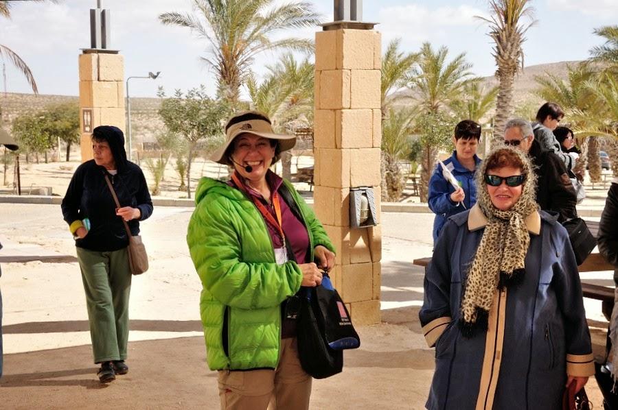 Фоторепортаж: гид Светлана Фиалкова, экскурсия в Негев, перед входом в заповедник Мамшит.