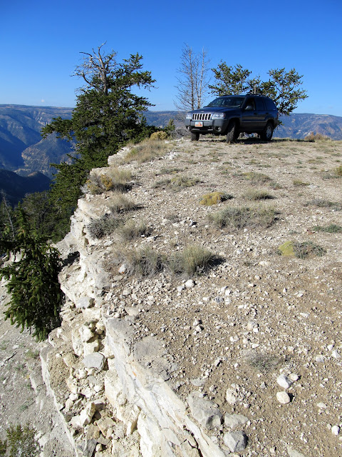 Jeep parked at Wild Horse Point