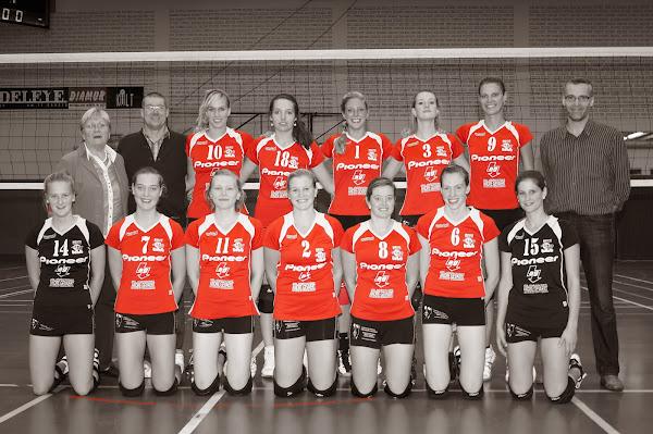 Ploegfoto Bevo Roeselare damesploeg volleybal divisie 2