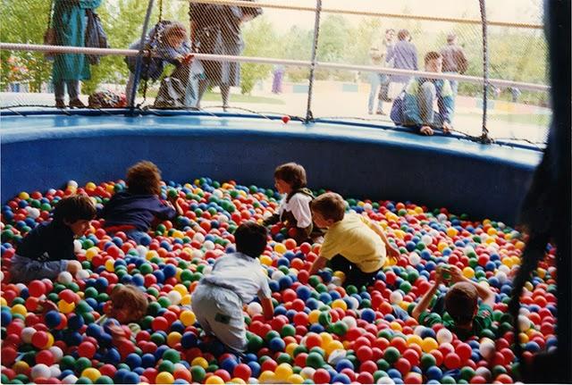 Mirapolis - la piscine a boule de Dame tartine