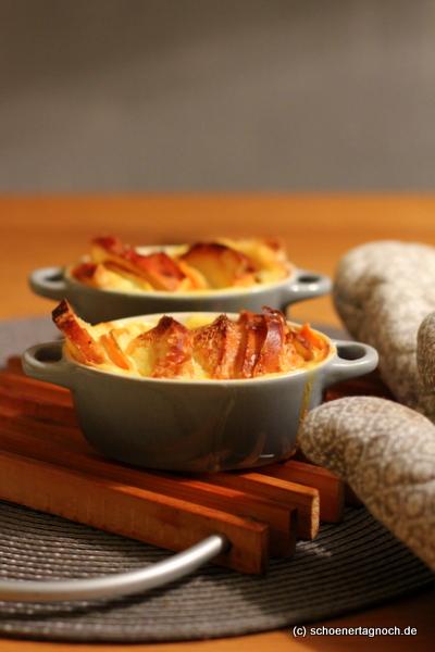 Süßkartoffel-Scheiterhaufen mit Apfelscheiben