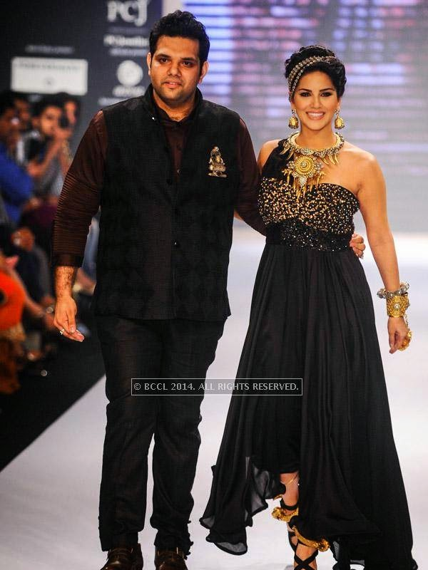 Sunny Leone with designer Sumit on Day 1 of India International Jewellery Week (IIJW), 2014 at Grand Hyatt, Mumbai.