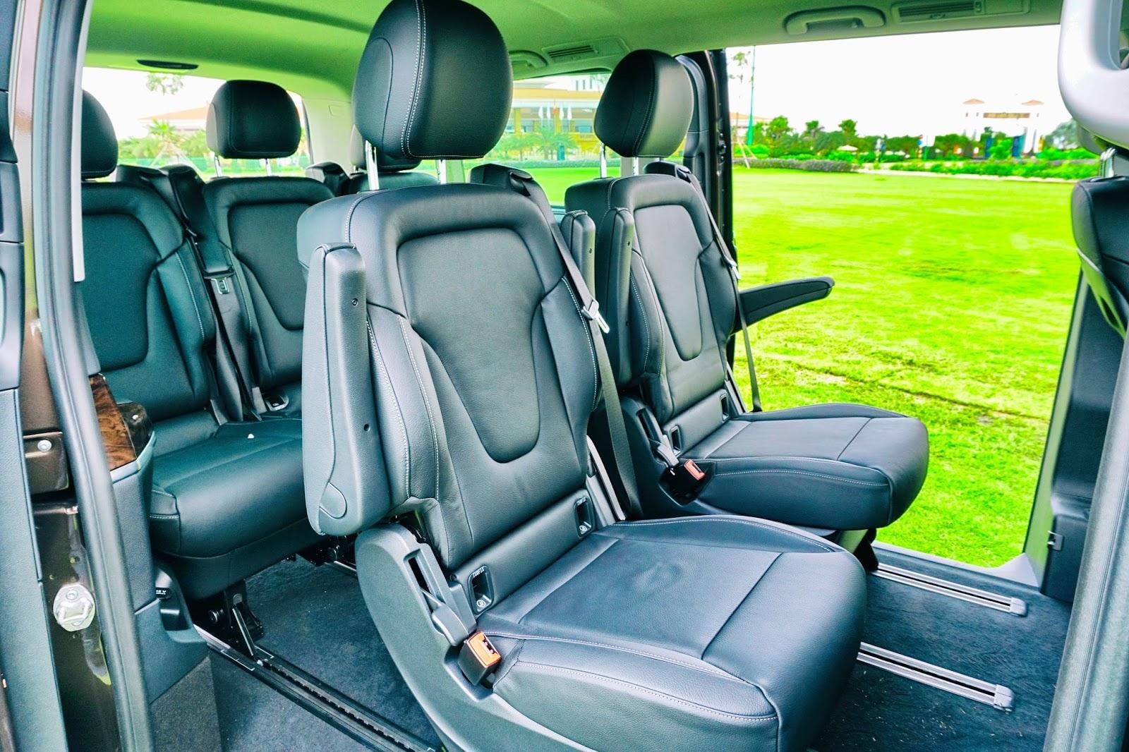 Hàng ghế thứ hai rộng rãi, có thể tùy biến thay đổi vị trí linh hoạt