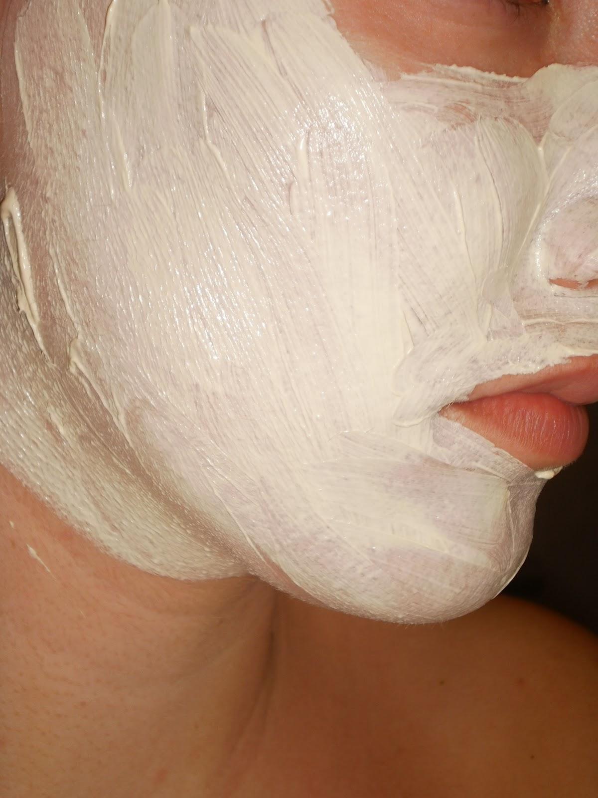 wit masker rond mond