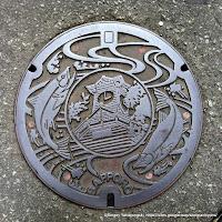札幌市デザインマンホール蓋:時計台、豊平川、鮭