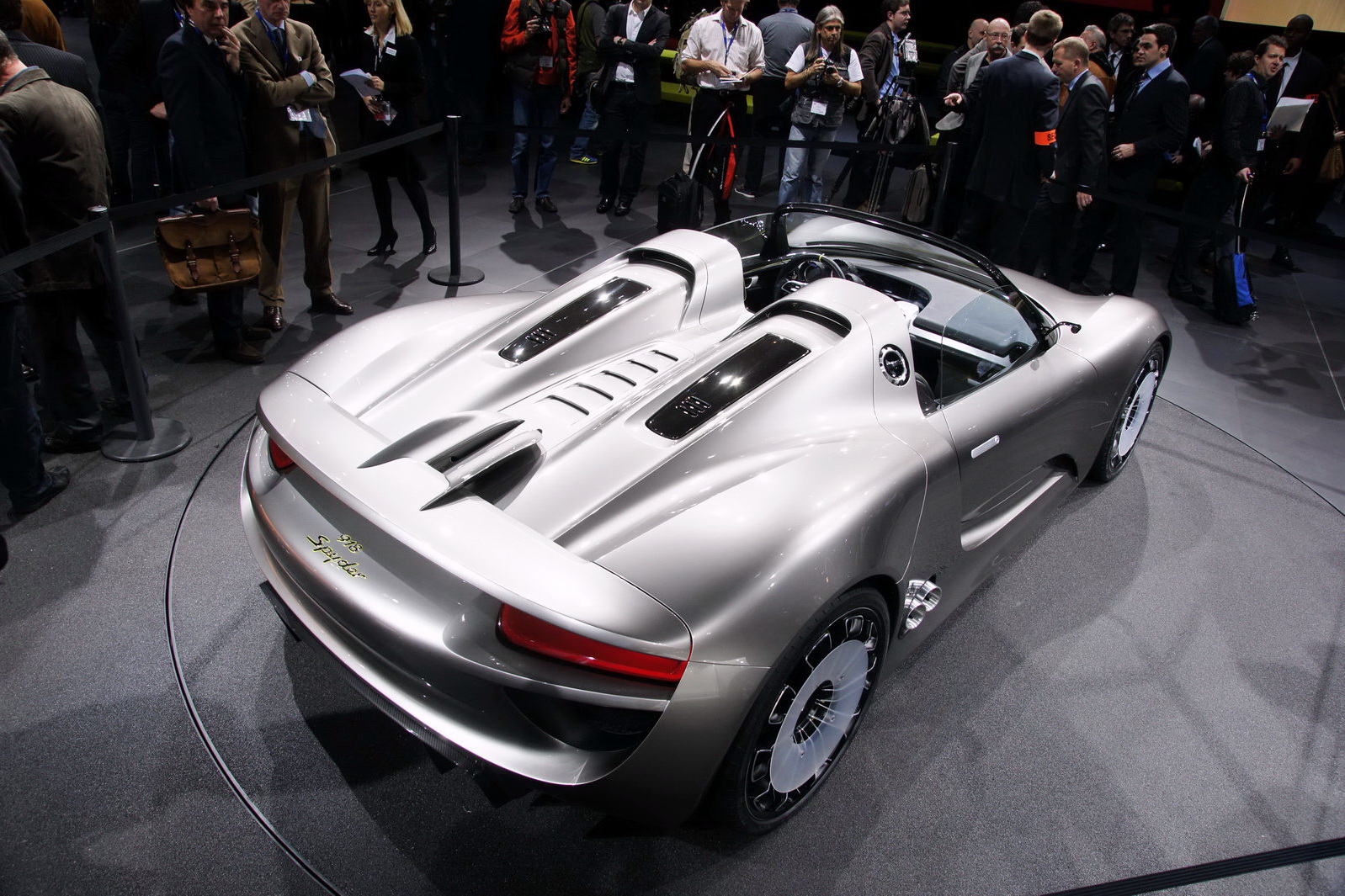 porsche announces pricing on 918 spyder hybrid supercar. Black Bedroom Furniture Sets. Home Design Ideas