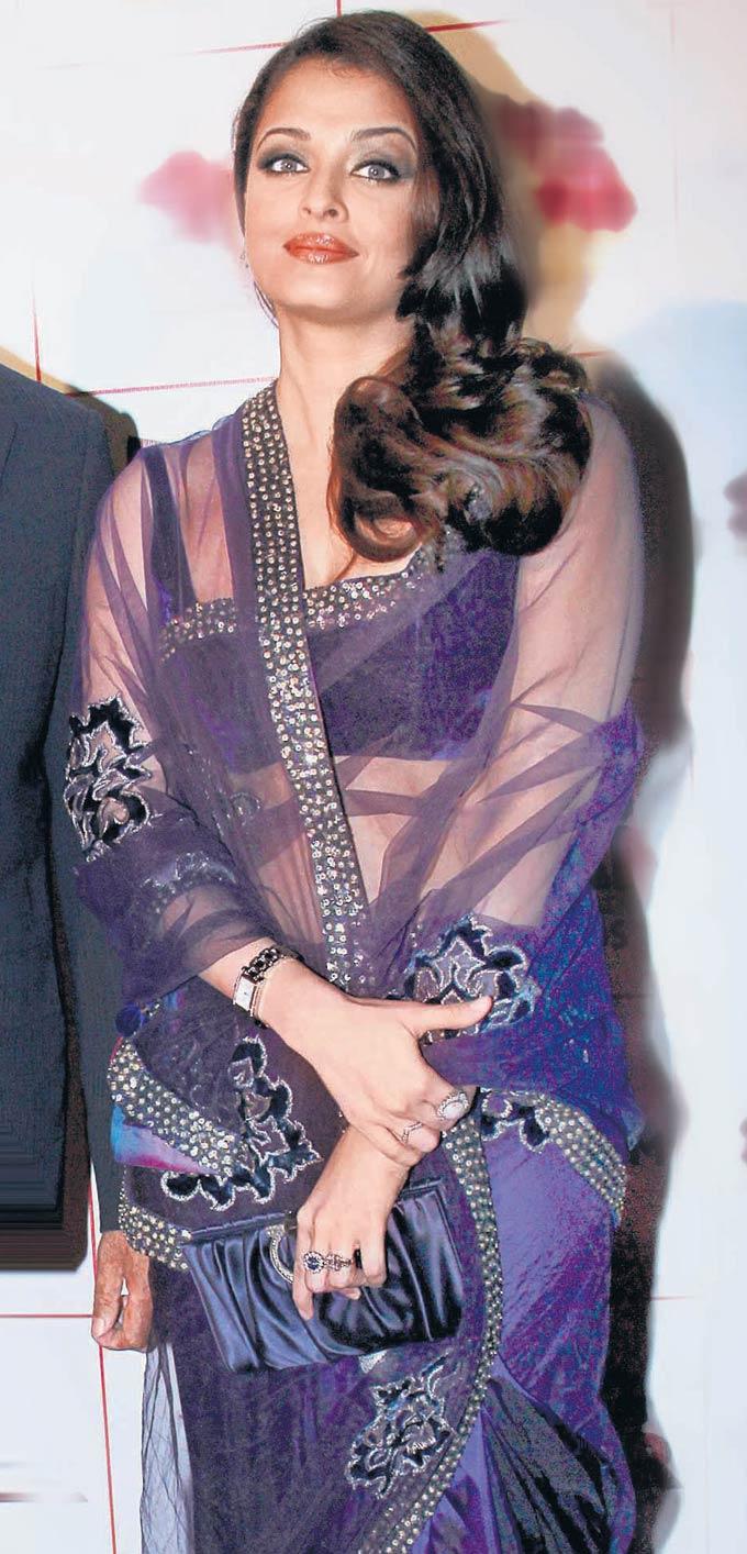 Aishwarya Rai Beautiful Photo in Saree From Magazine Scan ...