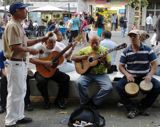 Guitar, maracas and bongó