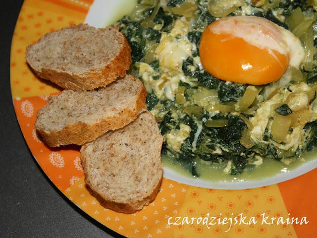 Pokrzywa z jajkiem i cebulką
