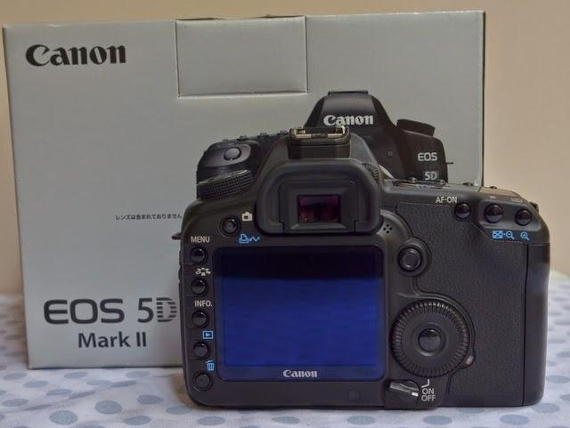 Chuyên máy ảnh 2nd hàng nội địa Nhật xách tay. Chất lượng-uy tín-Giá rẻ! - Page 5 Canon_eos_5D_mark_II_b