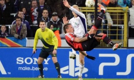 VIDEO GOL TERBAIK LIGA CHAMPIONS UEFA Gol Mexes Tendangan Salto 20 Meter