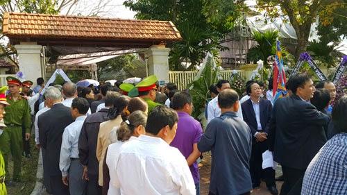 Hàng ngàn người đến viếng ông Nguyễn Bá Thanh - ảnh 6