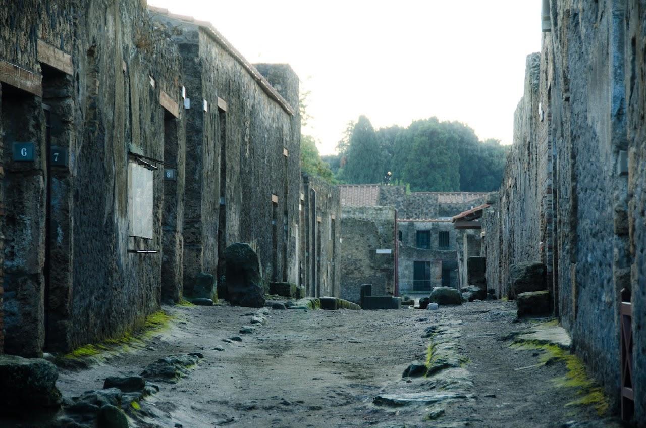 Pompeii walls