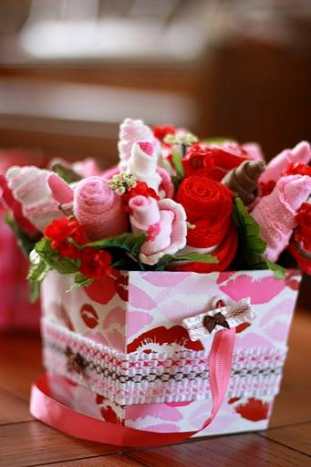 Arranjo de flores com meias