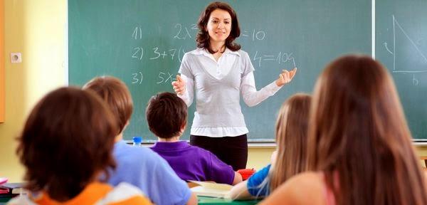 Teacher Teaching August 12 Cropped 640x480 8 lỗi thường gặp mà bạn nên tránh trong lúc thuyết trình