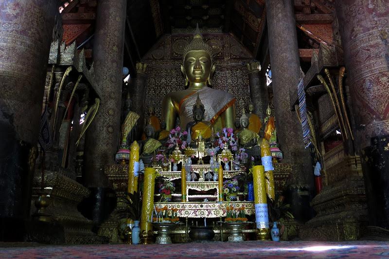 Buddha inside Wat Xieng Thong