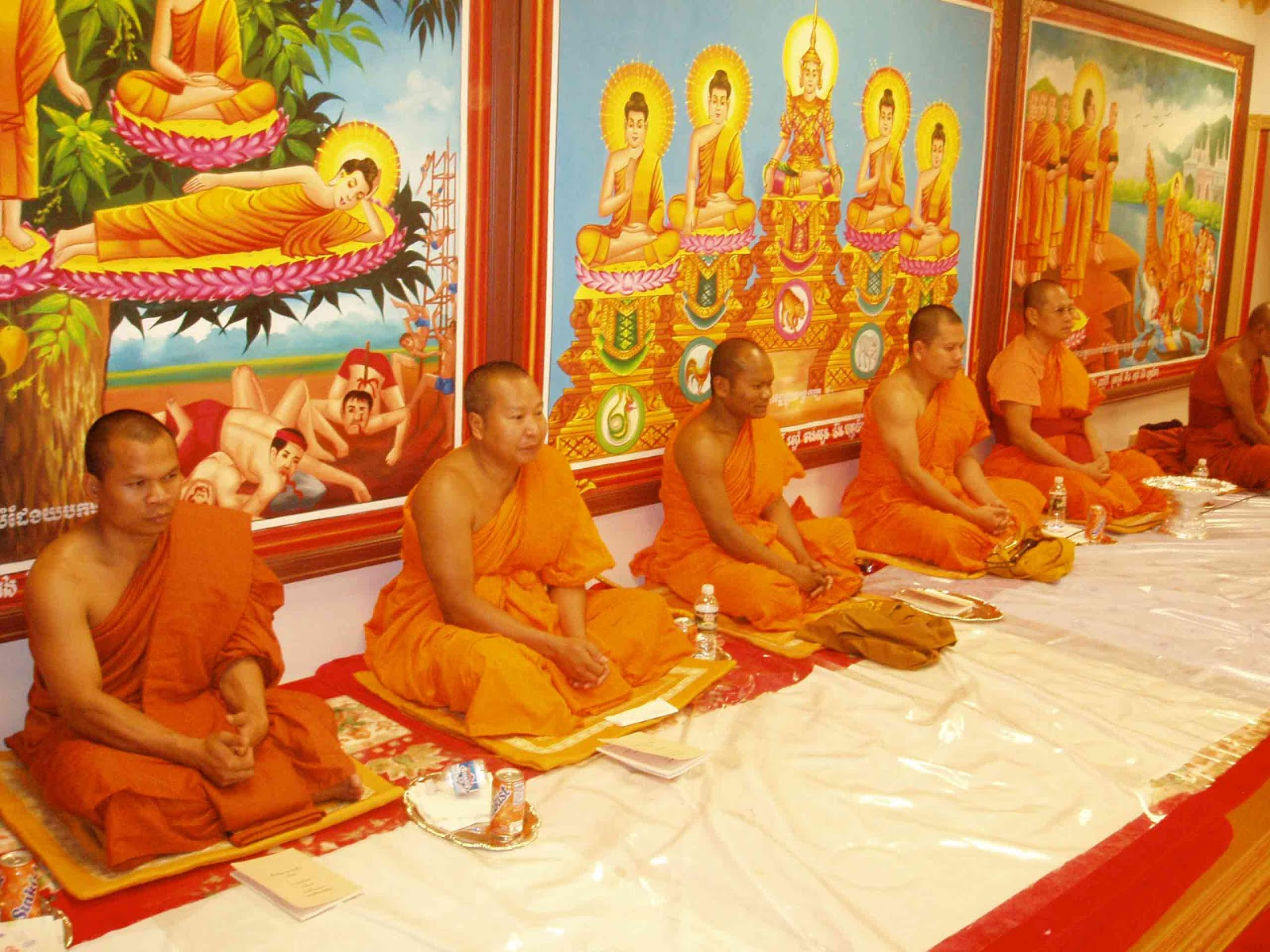 http://www.thelocaleventsguide.com/wp-content/uploads/2015/10/ceremonie-dns-une-pagode-pchum-ben.jpg